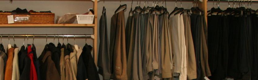 Herrretøg og sko i genbrugsbutikken