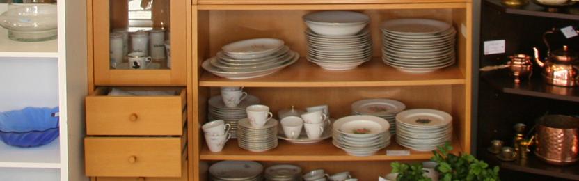 Porcelæn og nips i genbrugsbutikken